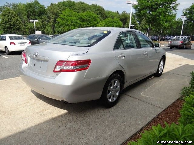 MY NEGOTIATABLE TOYOTA CAMRY ON URGENT sale